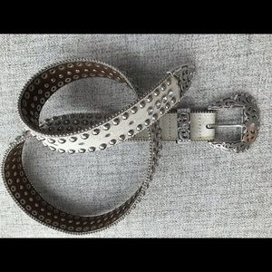Hyde collection studded/rhinestone belt 32-36